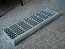 Flat bar grates/serrated steel grating