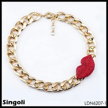 Short fashion accessories gold chain crystal charm red lips pendant necklace design