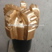 Good performance and long working life PDC oil bit for well drilling