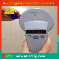 Portable handheld animal tag reader