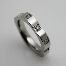 2015 fashion flower design circle 316L 3 carat diamond ring price