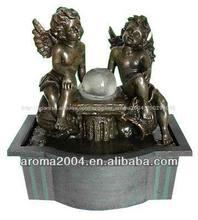 interior con led y la bola de ángel decoración fuente de bronce de la escultura de ángel