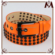 Factory Sale Latest Style Man Leather Studed Belt with Gun Black Buckle