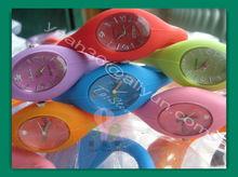 nuevo producto 2013 set de viaje de moda de la joyería reloj para niños hecho en china de guangdong silicona material de cuarzo