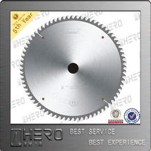 Carbide saw blade for universal use
