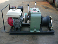 Cable bollard winch with petrol engine