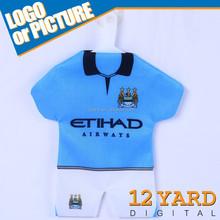 Mini projeto feito sob encomenda camisa de futebol design carro pendurado pingente Mini soccer jersey