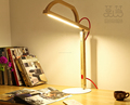 Nueva tabla Moda Breve moderna enciende la lámpara de inducción dimmer táctil madera, recargable 220v lámpara de escritorio LED