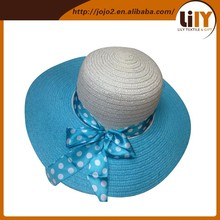 Straw hat with flat top and lovely bow
