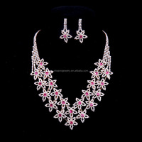New Fashion Luxurious White Shell Resin Crystal rhinestone Painted Flower Chunky choker statement vintage Necklace women jewelry