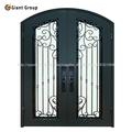 Puerta de entrada de hierro forjado