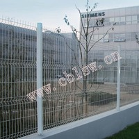 Graduated steel wire mesh knotted animal fence
