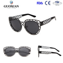 2015 Novel pierced sunglasses with oval lense and metal temple