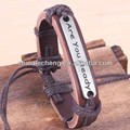 de moda las pulseras de cuero