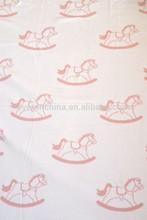 50DB78-2 100% caballo de juguete ayudas algodón jacquard lado doble manta de bebé de punto, manta de bebé y sistema de la almohadilla
