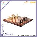 Brand new fabriqués à la main d'échecs en bois et jeu de dames