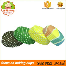 Hot Selling Colorful Dot Printed PET Film Cake Cups Plastic Cupcake