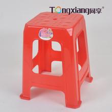 tabouret en plastique empilable
