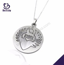 Boutique round shape etched heart wing 316l stainless steel locket