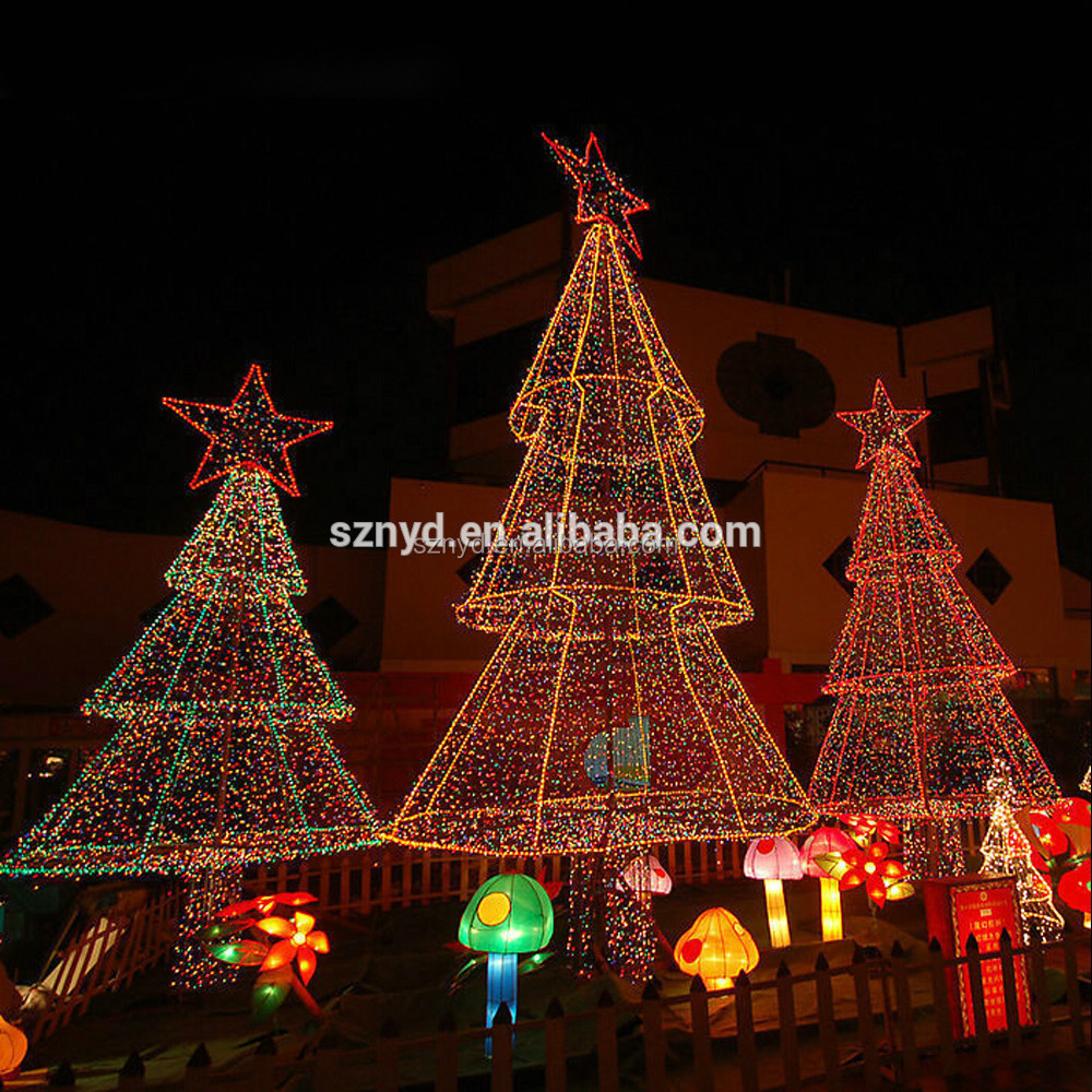 Giant outdoor christmas tree lights images Outdoor christmas tree photos