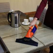 Each angle cleaning vacuum glass cleaner