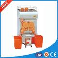 naranja que hace la máquina de jugo
