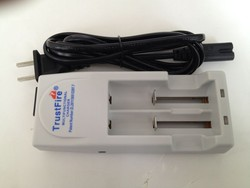 Shenzhen recharger!! the charger apply to Ni-MH Ni-Cd portable 18650 18350 rechargeable battery wholesale universal wall charger