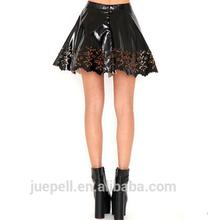 Oem última moda grabado láser atractivo ahueca hacia fuera negro charol para mujer falda