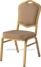 A reprodução antiga cadeiras da sala de jantar