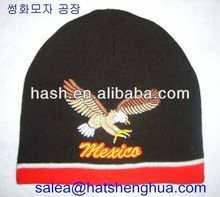 men knitted hat with the eagle embroidery