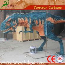 Caminando entre disfraz de dinosaurios adulto hecho el monador de dinosaurio