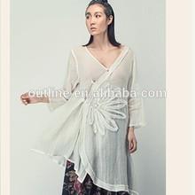 El último lunkuo kimono de estilo v- cuello asimétrico 3/4 manga apliques de venta al por mayor
