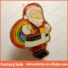 China factory wholoesale Christmas decor Lapel PIN SANTA & His Rainbow Bag Vintage '84 with Red Hat