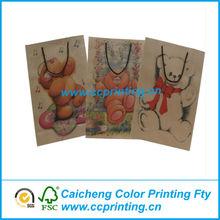 linda bolsa de papel con dibujos animados para el regalo
