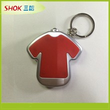 2015 promotional cheap custom clothes shape metal keychains