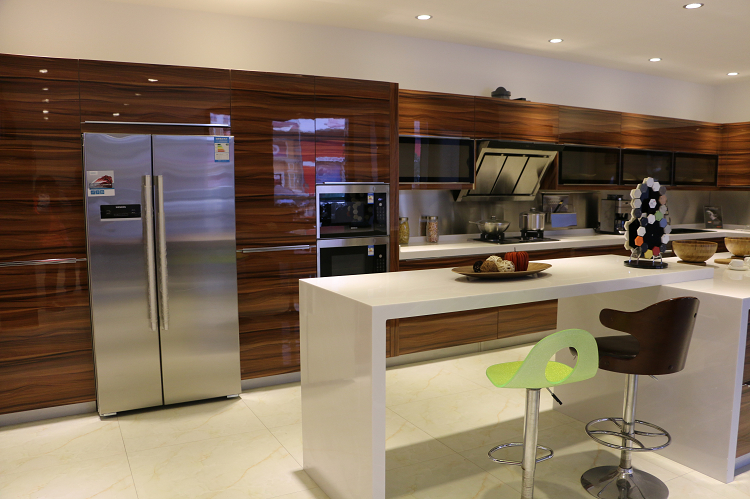 American Kitchen With Modern Kitchen American Style With Classic White Furniture Set And Dark Wooden photo - 4