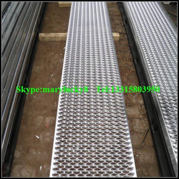 Galvanized Anti Skid Stair Treads. P3292186 ...