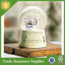 Popular Resin Wedding Snow Globe Figurine