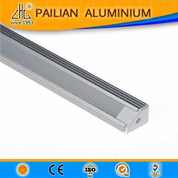 En alliage d'aluminium 6063 6061manucfature anodisé laiteuse couvercle 3 m, 5 m V forme de bande de LED profilés en Aluminium