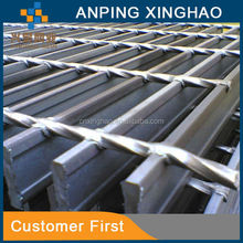 Swimming pool drainage gutter with stainless steel grating cover