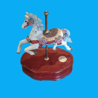 Morden horse design Resin music box with wood base