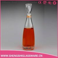 China wholesale wine glass bottle, empty unique shape 500ml glass liquor bottle
