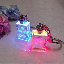 Realy Picture Beautiful LED Light Keychain Souvenir Gift / Luxury Personalized Engraving Crystal Keychain Wedding Favors