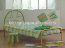 de metal de colores de la cama para los niños