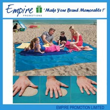 Fashional plastic folding waterproof promotion large sand beach mat