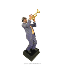 Guangzhou home decor resin hornist music statue