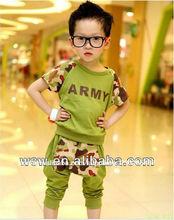 2014 nueva llegada de verano ropa de niño perturbador patrón verde/blanco ropa para niños juegos