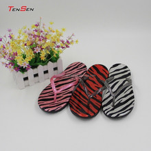 sexy china fashion shoes tpr slipper glitter pvc strap flip flop leopard printing pu material outdoor comfort walk slipper