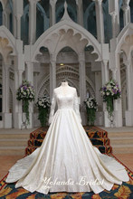 Real Sample Classic Big Long Train Vintage Lace Appliqued Arabic Long Sleeves Wedding Dress