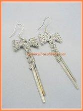 Stick & bowknot design crystal earring glitzy tone